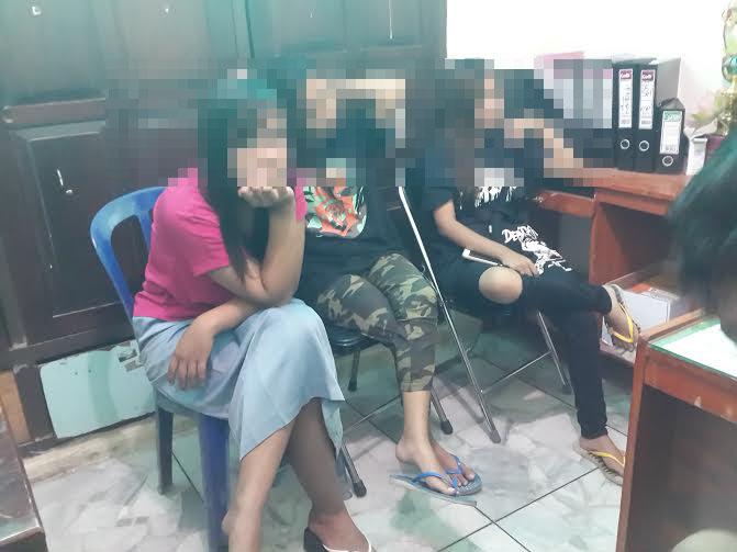 Sejumlah remaja (ABG) pria dan wanita diamankan Polisi Pamong Praja (Pol PP) Pringsewu karena kedapatan sedang berkumpul di dalam kos-kosan | Kholik/jejamo.com