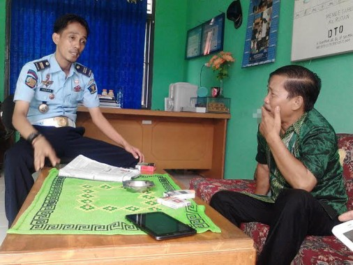 Indar Laya Kepala Kesatuan Pengamanan Rutan kelas IIB Kotabumi  dan Buhairi Aidi Kepala Biro Jejamo.com | Lia/jejamo.com