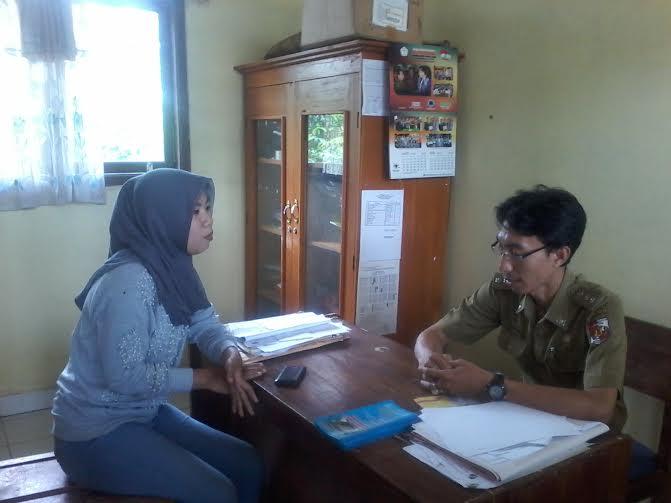 Alex Chandra, operator sekolah, saat diwawancarai jejamo.com  di ruang Waka SMAN 1 Abung Selatan | Lia/jejamo.com
