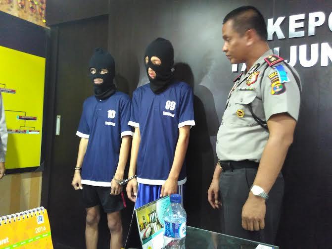 Polsekta Tanjungkarang Timur menangkap dua orang pemuda yang membawa sabu-sabu dalam sebuah razia di Jalan Antasari, Kedamaian, Bandar Lampung | Andi/jejamo.com