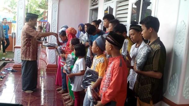 Kepala Biro Jejamo.com Buhairi Aidi Santuni Anak Yatim