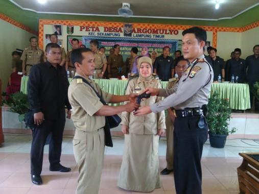 Ketua Komisi I DPRD Lampung Tengah Malu Jalan Ditanami Pisang