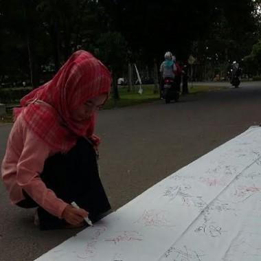 Tolak Mati Lampu, Mahasiswa IAIN Raden Intan Teken Kain Putih Raksasa