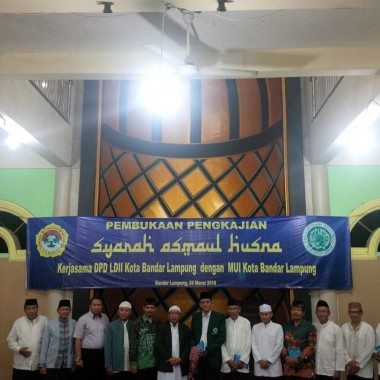 Tujuh ratusan jamaah memadati ruang ibadah Masjid Hizbullah di Tanjungsenang, Sabtu malam, 26/3/2016, dalam acara pengkajian  Kitab Syarah Asmaul Husna, kerja bareng LDII dan MUI Bandar Lampung, Sabtu malam, 26/3/2016. | Ist