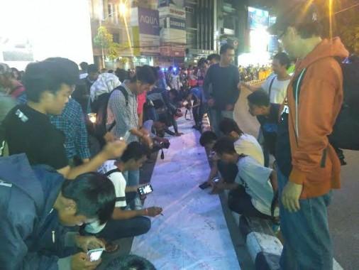 Tanda Tangan Petisi Tolak Pemadaman Listrik PLN Diringi Kemarahan Warga