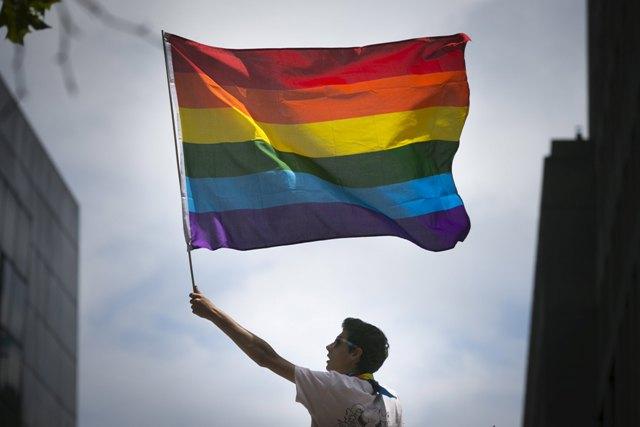 Bendera pelangi yang diidentikan dengan lambang LGBT. | Ist.