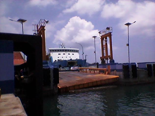 Kelebihan Muatan, Dermaga VI Pelabuhan Bakauheni Lampung Ambles