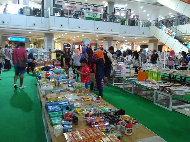 Gramedia Junggel Book Mall Bumi Kedaton Diserbu Pengunjung