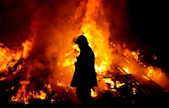 Diduga Akibat Petasan, Kebakaran di Imopuro Metro Hampir Menghanguskan Rumah Warga