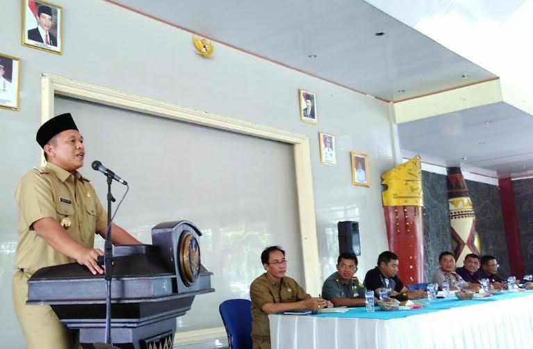Bupati Lampung Tengah Pastikan Pembuatan KTP, KK dan Akte Gratis