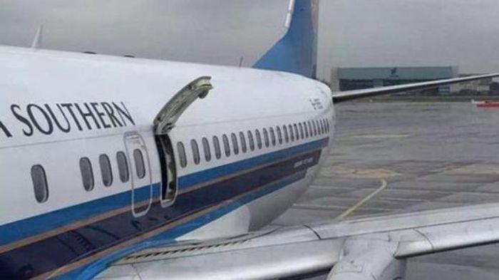 Dikira Toilet, Nenek Ini Justru Buka Pintu Darurat Pesawat