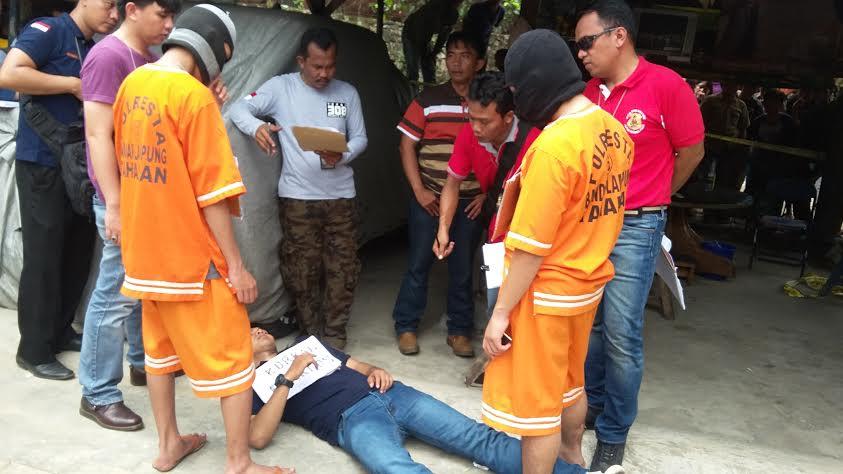 Rekonstruksi pembunuhan Dwiki Dwi Sopyan, pelajar SMKN 2 Bandar Lampung. | arif/Jejamo.com