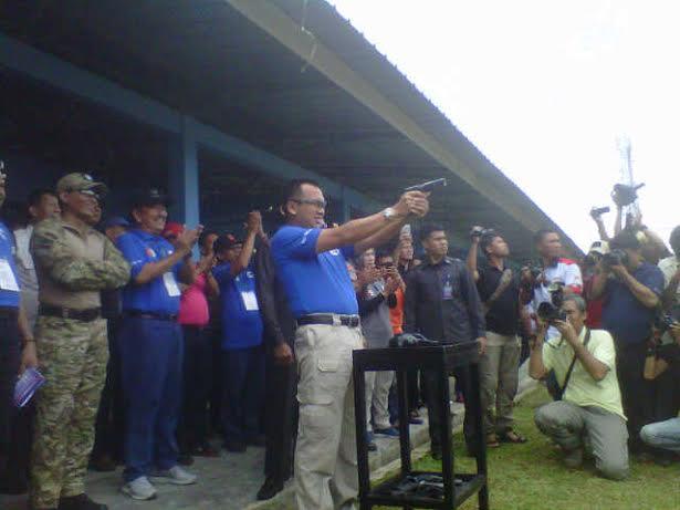 Gubernur Lampung Ridho Ficardo saat membuka kejuaraan menembak Gubernur Cup 2016, Sabtu, 26/3/2016. | Rls.
