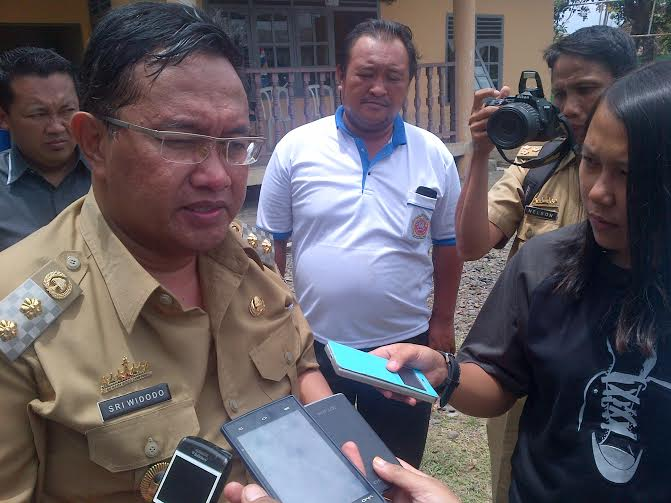 Wakil Bupati Lampung Utara Sry Widodo menerima kunjungan Kepala Biro Jejamo.com, Buhairi Aidi, Selasa 22/3/2016. | Lia/Jejamo.com