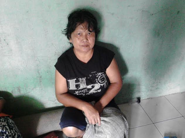 Sutini, warga Kotabumi Lampung Utara lemas begitu mengetahui motorya hilang digondol maling. | Lia/Jejamo.com
