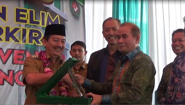 Wali Kota Bandar Lampung, Herman HN saat meresmikan gedung di Rumah Sakit Advent, Selasa 22/3/2016. | Sigit/Jejamo.com