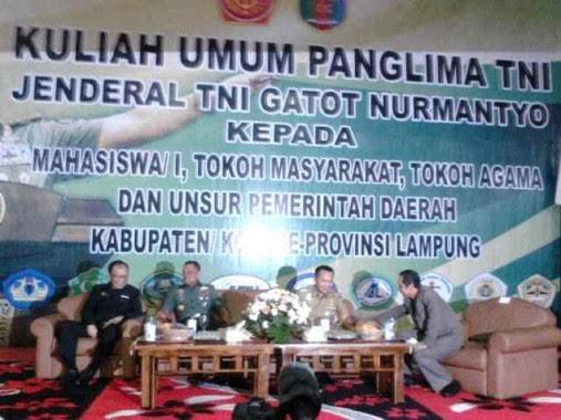 Rektor Unila Prof Hasriadi Mat Akin  dan Gubernur Lampung M Ridho Ficardo mendampingi Panglima TNI Jenderal Gatot Nurmantyo | Sugino/jejamo.com