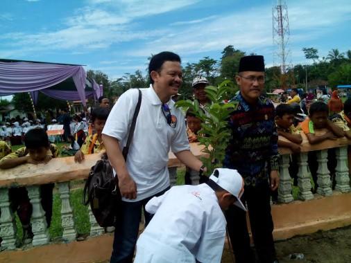 Japfa Comfeed Indonesia Berikan Bibit Tanaman Apotek Hidup di Lampung Tengah