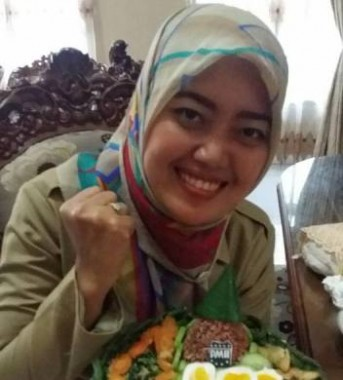 Demi PMII, Bupati Lampung Timur Chusnunia Chalim Sempatkan Bikin Tumpeng Mini