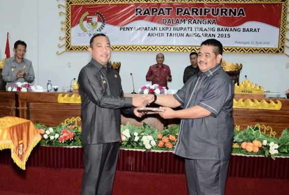 DPRD Tulangbawang Barat Gelar Rapat Paripurna Penyampaian LKPJ Bupati Tahun Anggaran 2015
