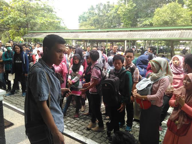 Demo mahasiswa IAIN, Rabu, 27/4/2016 | jejamo.com