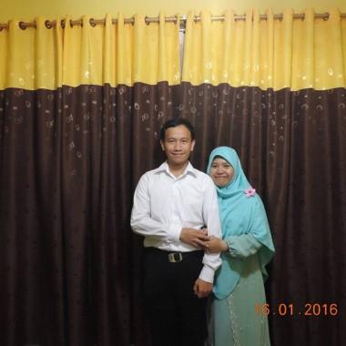 Hari Kartini, PNS Cantik Dinsos Lampung Nia Pakai Batik dan Sarankan Nikah Muda