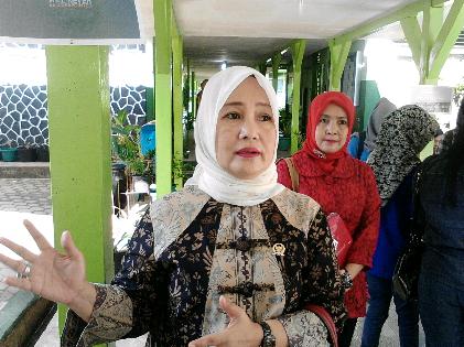 Anggota DPR Dwita Ria Gunadi Tinjau UN di SMAN 9 Bandar Lampung