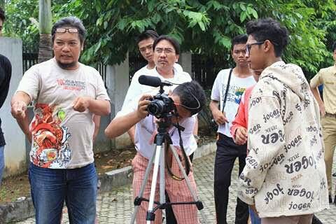 Breaking News: Tuntut Hapus Pungli, Mahasiswa IAIN Raden Intan Lampung Bakar Ban