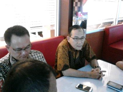 DPD Hanura Indra Hidayat (kanan) bersama Ketua DPC Hanura Waykanan Yozi Rizal | Sugiono/jejamo.com