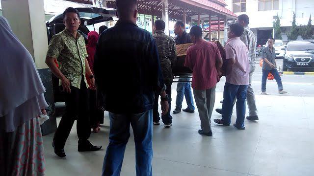 Jenazah Alim Sari dibawa pulang oleh pihak keluarga | jejamo.com