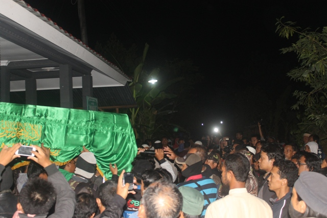 Jenazah Siyono saat dibawa ke pemakaman | ist