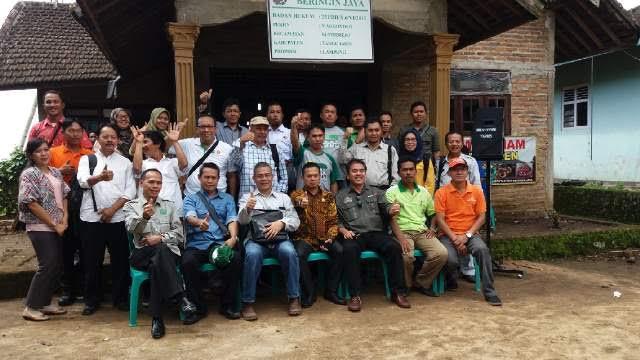 Joko Santoso bersama dua KHM Kecamatan Pulau Panggung, Kabupaten Tanggamus | ist