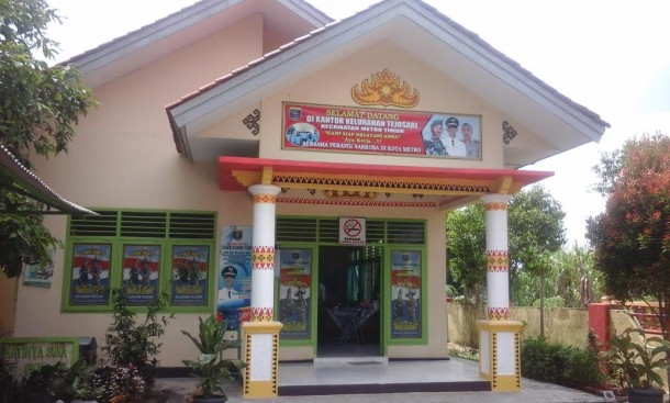 Kantor Kelurahan Tejosari, Kecamatan Metro Timur, Kota Metro, mempercantik diri dengan  ornamen Lampung. Foto dibidik Jumat, 22/4/2016. | Tyas Pambudi/Jejamo.com