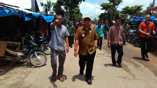 Wakil Bupati Lampung Tengah, saat melakukan kunjungan ke salah satu calon pasar modern yang ada di Kabupaten Lampung Tengah | Raeza/jejamo.com