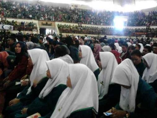 Ribuan Mahasiswa Tunggu Panglima TNI Jenderal Gatot Nurmantyo di GSG Unila