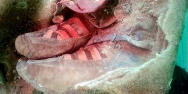 Arkeolog Temukan Mumi Berusia 1.500 Tahun Pakai Sepatu Adidas