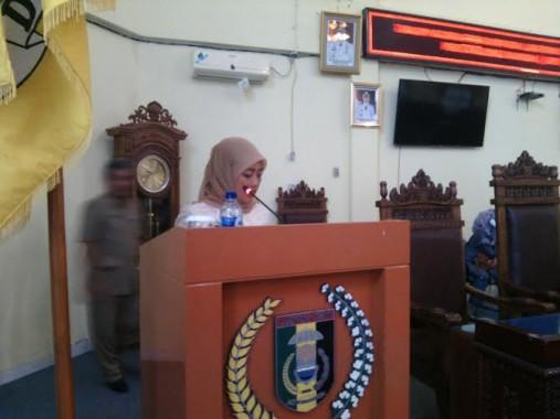 Bupati Chusnunia Chalim menyampaikan LKPJ kepala daerah tahun anggaran 2015 | Parman/jejamo.com