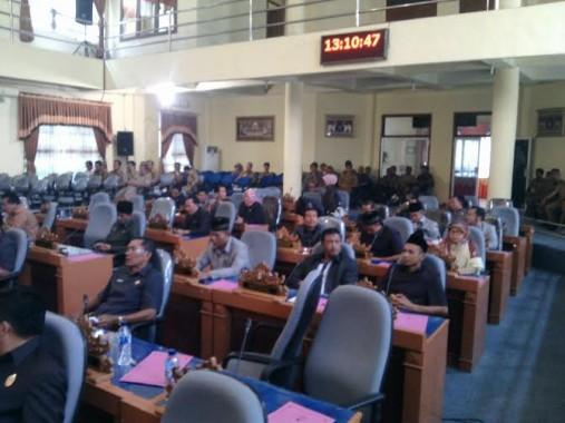 Anggota DPRD Lampung Timur yang hadir dalam Rapat Paripurna LKPJ | Parman/jejamo.com