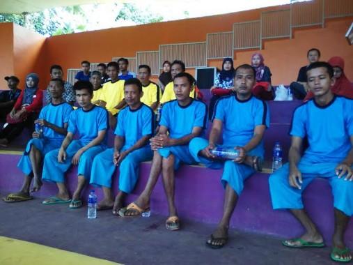 Rumah Sakit Jiwa Provinsi Lampung mengajak 29 orang pasiennya untuk berwisata ke Taman Wisata Lembah Hijau Bandar Lampung, Sabtu, 23/4/2016 |Robby/jejamo.com