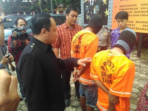 Tersangka pencabulan saat diinterogasi di Polresta Bandar Lampung, Jumat, 29/4/2016. | Andi Apriyadi/Jejamo.com