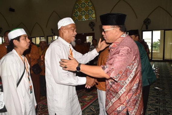 Sekda Lampung Utara Sambut Kedatangan Jamaah Umrah