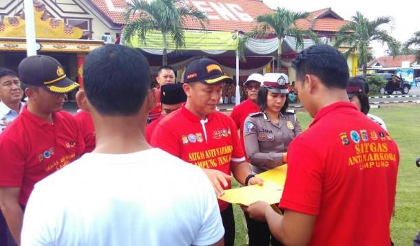 Sebanyak 1.689 anggota Satgas Anti-Narkoba Kabupaten Lampung Tengah disumpah oleh Bupati Mustafa, Selasa, 19/4/2016. | Raeza Handani/Jejamo.com