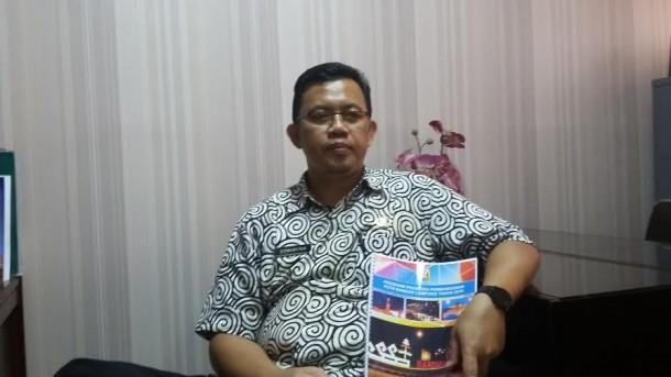 Sekretaris Bappeda kota Bandar Lampung, Dirmansyah saat diwawancarai Jejamo.com di ruang kerjanya, Jumat 22/4/2016 | Tama/jejamo.com