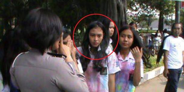 Sonya Siswi SMA Mangancam Polwan