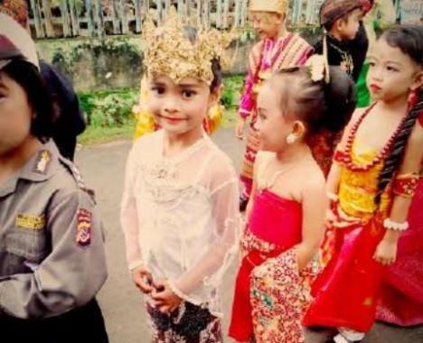 Semarak Hari Kartini, Siswa TK Yuridesma Bandar Lampung Karnaval Pakaian Adat
