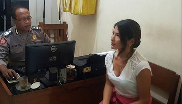 Tamara Blezynski Mengaku Dijambak kemudian Dimaki Seorang Pria di Bali