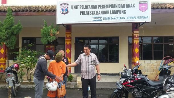 Jalan Desa Curup Guruh Kagungan Lampung Utara Rusak Parah