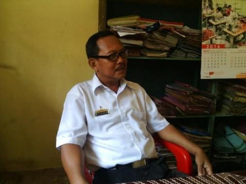 Tumiran, Bendahara Gaji UPTD Dikpora Kecamatan Batanghari. | Parman/Jejamo/com