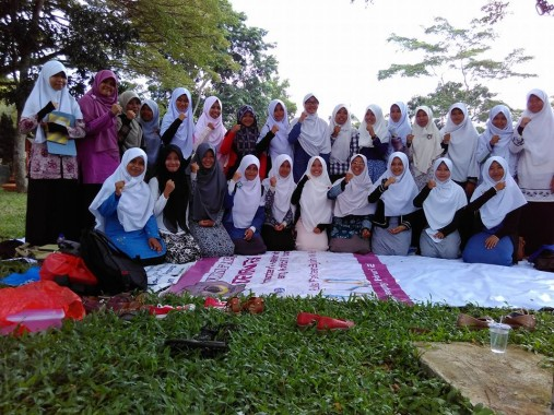 UKM Bapinda IAIN Raden Intan Lampung Undang Bloger Neny Suswati
