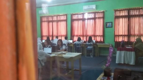 Kepala SMAN 2 Bandar Lampung Sobirin: Jangan Percaya Jawaban UN di Medsos